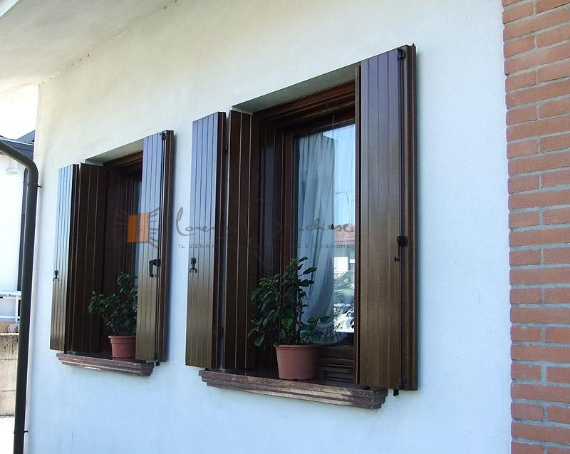 Scuri in legno falegnameria lorenzo brichese - Ferramenta per finestre in legno ...