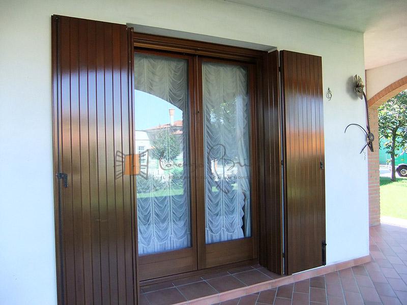 Scuri in legno falegnameria lorenzo brichese - Scuri per finestre ...